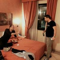 Foto scattata a Hotel Villa Glicini da Seçkin I. il 5/17/2016
