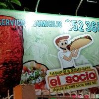 Foto tomada en Taqueria El Socio por Jaime J. el 10/1/2014