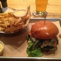 Das Foto wurde bei Haystack Burgers And Barley von Jay S. am 7/20/2013 aufgenommen