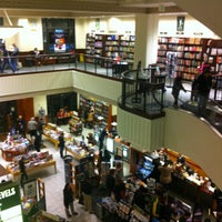 Photo taken at Barnes & Noble by Cheng Fong I. on 12/15/2012