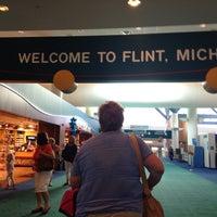 Foto tomada en Bishop International Airport (FNT) por K J. el 9/3/2013