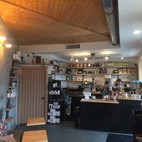 Das Foto wurde bei Fleet Coffee Co von Fang am 12/18/2017 aufgenommen