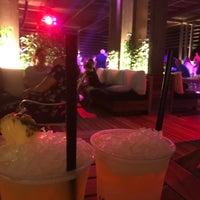 7/14/2017 tarihinde Emine Ö.ziyaretçi tarafından Beach Lounge'de çekilen fotoğraf