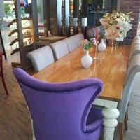 7/4/2013 tarihinde Canan K.ziyaretçi tarafından Kule Cafe & Brasserie'de çekilen fotoğraf