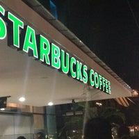 Foto tomada en Starbucks por Sergio R. el 7/17/2014
