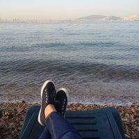 Photo taken at Deniz Kenarı by HüLya A. on 5/23/2015