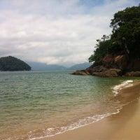 Photo taken at Ilha Dos Porcos by Shinayra B. on 1/13/2014