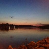 Foto diambil di Riverside Park oleh Emily S. pada 5/8/2013
