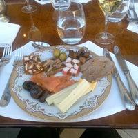Foto tomada en St. Regis Restaurante por Edmundo S. el 5/24/2014