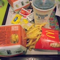 Foto tirada no(a) McDonald's por Seba M. em 10/19/2013
