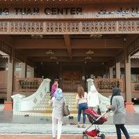 Photo taken at Rumah Tradisional Melaka Perigi Hang Tuah by Ismat A. on 1/1/2017