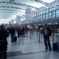 Foto tomada en Aeropuerto Internacional de Ezeiza - Ministro Pistarini (EZE) por Luis P. el 7/8/2013