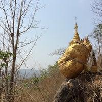 Photo taken at พระธาตุดอยหินกิ่ว by Bee S. on 4/11/2014