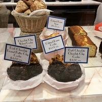 9/17/2017 tarihinde Megan Allisonziyaretçi tarafından Levain Bakery'de çekilen fotoğraf