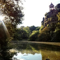 Photo taken at Buttes Chaumont Park by Tomoko on 8/16/2013
