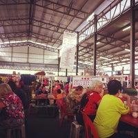 Foto tirada no(a) Pasar Kenanga por Ume S. em 10/19/2013