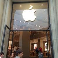 Photo taken at Apple Passeig de Gràcia by Olena T. on 6/27/2013