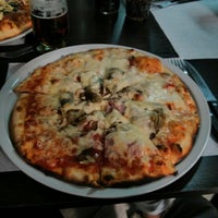 Foto tomada en Caprara Pizzeria por Angel S. el 5/7/2013