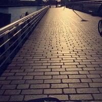 Photo taken at Tradeston-Broomielaw Bridge (Squiggly) by Zai on 7/31/2017