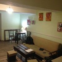 Снимок сделан в Арт-кафе «5 комнат» пользователем Oleg S. 5/18/2013