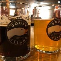 Foto scattata a Goose Island Beer Co. da Jamie V. il 10/17/2018