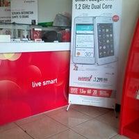 Photo taken at gallery smartfren Cianjur by Rayasandy R. on 7/12/2013