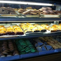 Foto tirada no(a) The Hungarian Pastry Shop por DeAndre W. em 4/3/2013