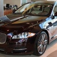... Foto Tirada No(a) Jaguar Manhattan Por Randy V. Em 2/2 ...