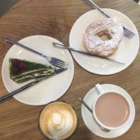 Снимок сделан в STATION cakes&coffee пользователем Cathrine V. 9/9/2017