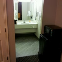 Photo taken at La Quinta Inn Champaign by Drew on 10/13/2013