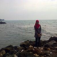 Photo taken at Pantai Anyer (Anyer Beach) by Nurjanah on 5/14/2015
