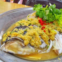 Photo taken at Wang Wang Nine Steam Fish Head (旺旺清蒸鱼) by dookiexave on 8/31/2015