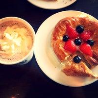 Снимок сделан в Starbucks пользователем Ksenia S. 6/4/2013