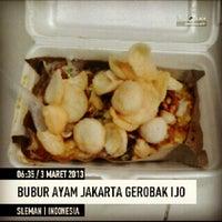 Photo taken at Bubur Ayam Jakarta gerobak ijo by Laurensius A. on 3/2/2013