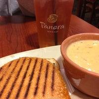 6/13/2013 tarihinde Bonnie C.ziyaretçi tarafından Panera Bread'de çekilen fotoğraf