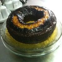 Foto diambil di Cafeteria Sabor do Café oleh Angela C. pada 10/4/2012