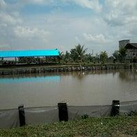 Photo taken at Kolam pemancingan lion jaya by Eeng p. on 9/22/2013