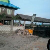 Photo taken at Kolam pemancingan lion jaya by Eeng p. on 10/5/2013