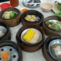 Photo taken at Chokdee Dim Sum by Sakunnaree R. on 10/13/2012
