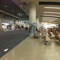 Photo taken at Gate 33 by Katsuya M. on 5/1/2013