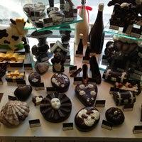 Das Foto wurde bei Baccarat Chocolatier von Roy D. am 5/28/2013 aufgenommen