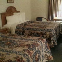Photo taken at Days Inn by S. F. on 5/20/2014