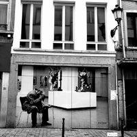 rue de flandre vlaamsesteenweg road in brussels. Black Bedroom Furniture Sets. Home Design Ideas