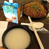 Photo taken at Restaurante do Aeroporto Internacional de Macau 澳門國際機場餐廳 by Sioriko ★. on 8/29/2013