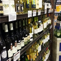 Das Foto wurde bei Whole Foods Wine Store von Bout J. am 9/14/2013 aufgenommen