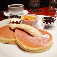 Photo taken at ウエストパークカフェ 羽田店 West Park Cafe by snsk 4. on 12/31/2012