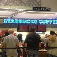 Foto scattata a Starbucks da Vishal M. il 12/16/2012