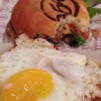 Foto tomada en Burger 54 por Matias B. el 1/23/2014