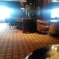 10/24/2013에 Nick B.님이 Fairmont Gold Lounge에서 찍은 사진