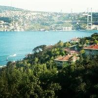 Photo prise au Ulus Cafe par Deniz K. le6/21/2013